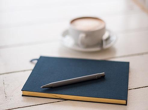 Carnet de note et café